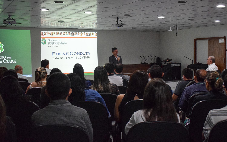 CGE realiza palestra sobre ética e integridade para servidores da COGERH