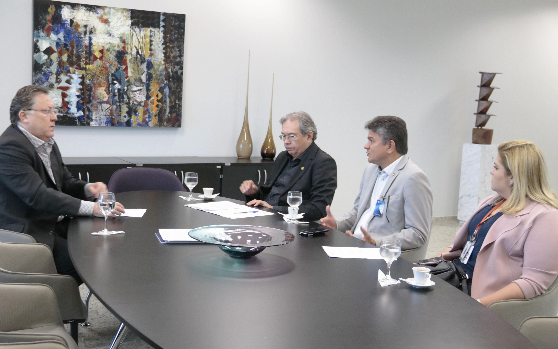 Secretário da CGE participa de reunião com presidente do TCE/CE